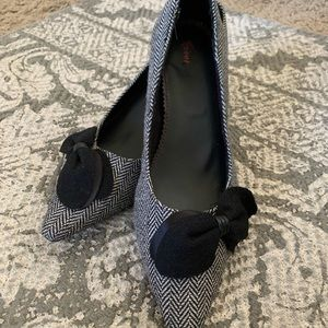 Donegal style- new herringbone kitten heels w/ bow